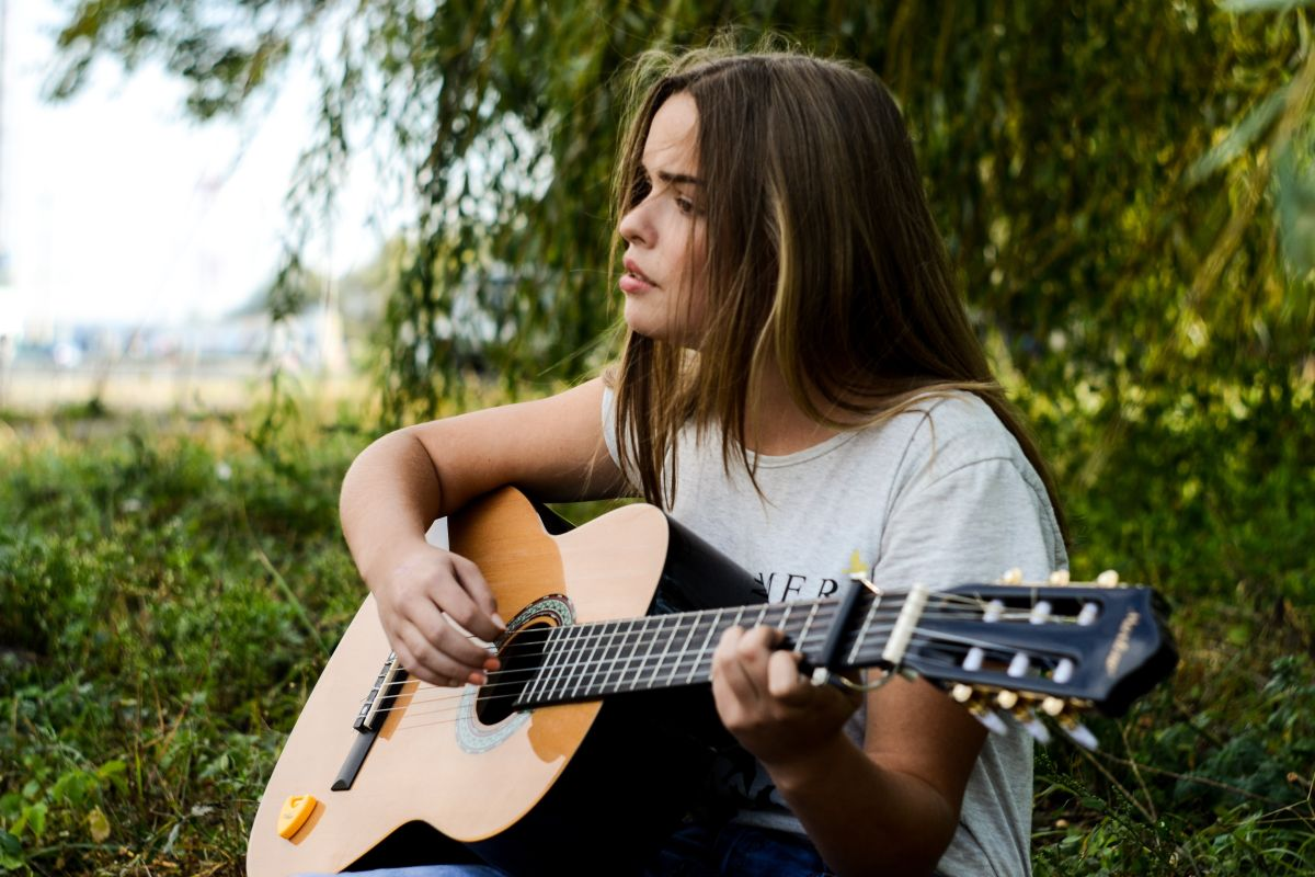 Top 6 Songs to Play on a 12-String Acoustic Guitar via @COMEINTOLAND