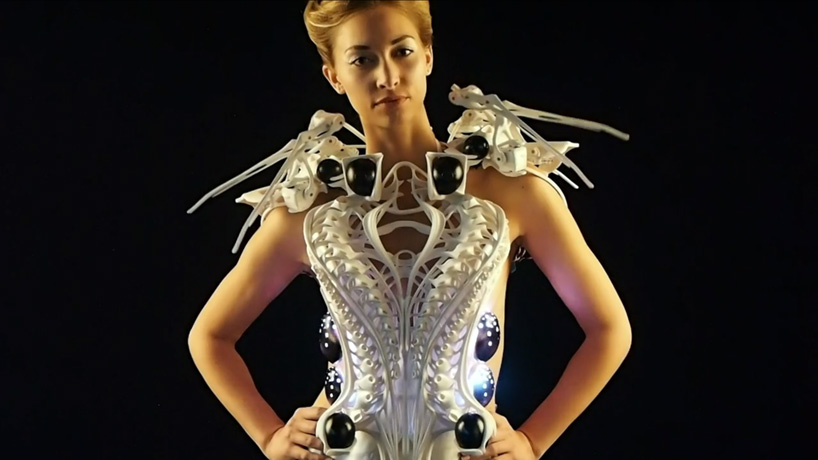 spider-dress-anouk-wipprecht-designboom01